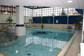 HolidayInnSutton pool
